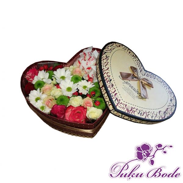 Ziedu kārbiņa Iepriecini Mani Cena 43.90 piezīmēs skaists ziedu mix kas ziedus papildina ar rafaello. Ziedu kārbiņās ir iespēja arī pēc Jūsu vēlmēm ko mainīt ,piem.,ziedu krāsu ,daudzumu u.t.t.