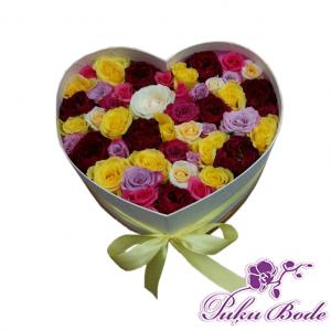 Ziedu kārbiņa Love mix rozes cena 63.90 eur piezīmēs rožu daudzums 55gb. Ziedu kārbiņās ir iespēja arī pēc Jūsu vēlmēm ko mainīt ,piem.,ziedu krāsu ,daudzumu u.t.t.,iepriekš sazinies.