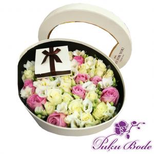 Ziedu kārbiņa Mīlestība cena 55eur Piezīmes rozes 27gb Lizantes 7gb Ziedu kārbiņās ir iespēja arī pēc Jūsu vēlmēm ko mainīt ,piem.,ziedu krāsu ,daudzumu u.t.t.,iepriekš sazinies.