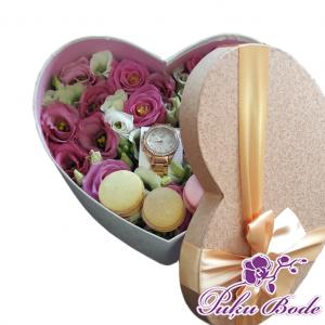 Ziedu kārbiņa ar Lizantēm un cepumiem Macaron cena 46.90 eur Piezīmēs Ziedu kārbiņās ir iespēja arī pēc Jūsu vēlmēm ko mainīt ,piem.,ziedu krāsu ,daudzumu u.t.t.,iepriekš sazinies.
