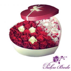 Ziedu kārbiņa ar Rafaello cena 47eur piezīmēs rožu daudzums 25gb Piezīmēs Ziedu kārbiņās ir iespēja arī pēc Jūsu vēlmēm ko mainīt ,piem.,ziedu krāsu ,daudzumu u.t.t.,iepriekš sazinies.
