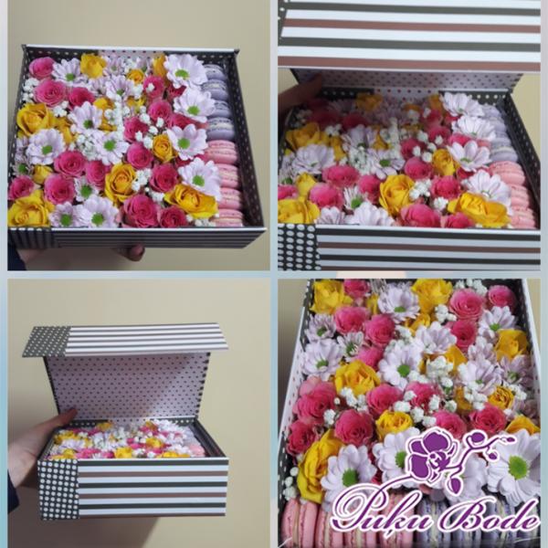 Ziedu kārbiņa ar cepumiem Macaron,Rozes,Krizantēmas Cena 42.90 Piezīmēs Ziedu kārbiņās ir iespēja arī pēc Jūsu vēlmēm ko mainīt ,piem.,ziedu krāsu ,daudzumu u.t.t.,iepriekš sazinies.